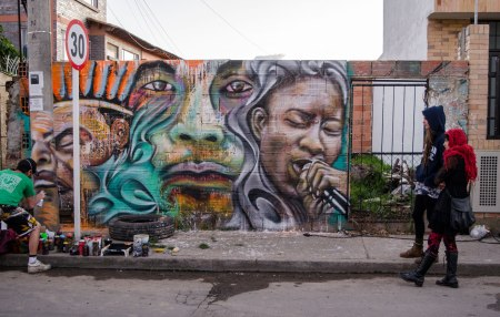 chite yarumo painting mural in Chia, Colombia .photo by Hans Fhilip.